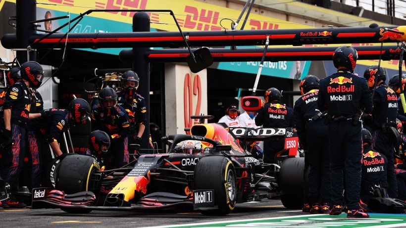 F1, slitta l'introduzione dei pit stop rallentati