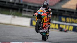 Moto2, terza doppietta di fila per KTM: Gardner davanti a Fernandez