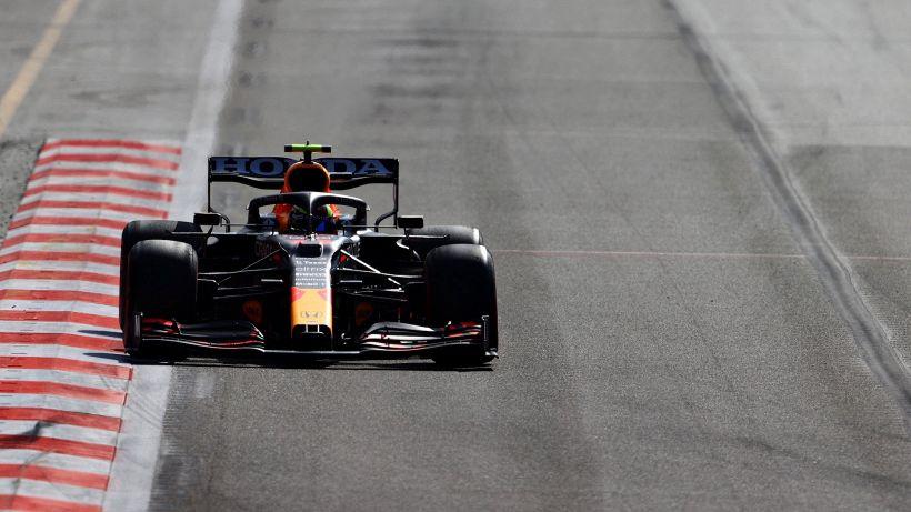F1: Ferrari quarta con Leclerc a Baku in una gara folle, vince Perez