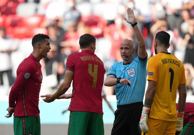 Italia-Austria, chi è Taylor: arbitro per colpa della madre