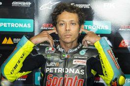 """MotoGP, Rossi: """"Insopportabile"""". Parole dure sul futuro di Valentino"""