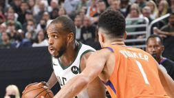 Booker croce e delizia, Middleton trascina i Bucks: Finals in parità