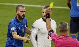 Inglesi furiosi con l'arbitro, chiedono ripetizione finale di Wembley
