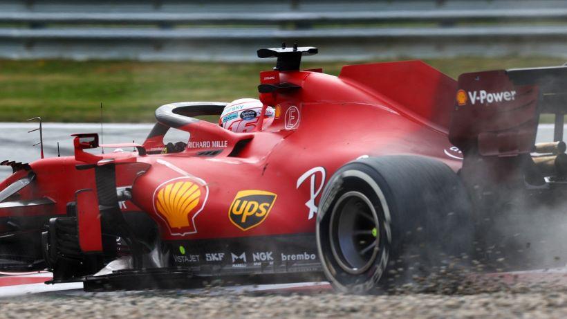 F1, Ferrari: furia Leclerc contro Perez. E Sainz lo batte di nuovo