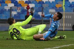 Napoli, paura e preghiere per Lozano dopo terribile infortunio
