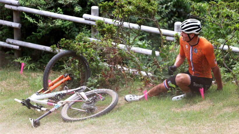 Mountain Bike, van der Poel caduto per un'incomprensione