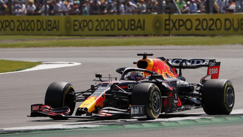 F1: Verstappen padrone delle FP2 di Silverstone, Ferrari in scia