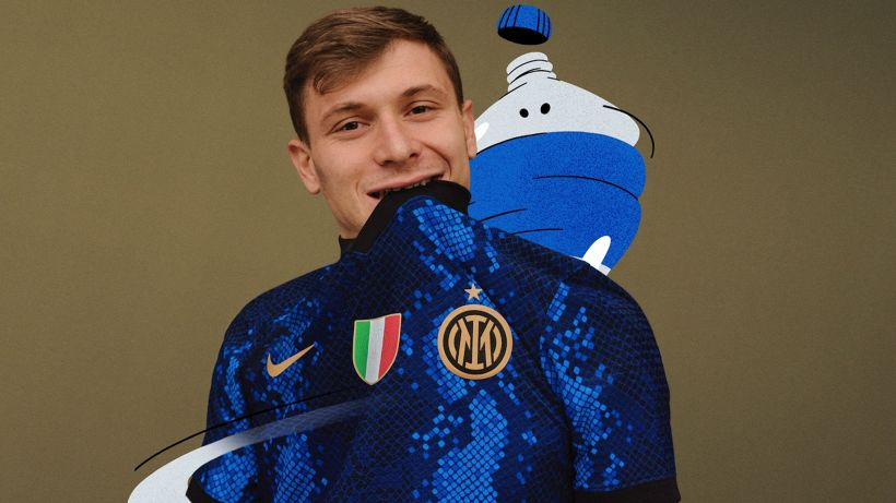 Inter, ecco la nuova maglia: trama a pelle di serpente