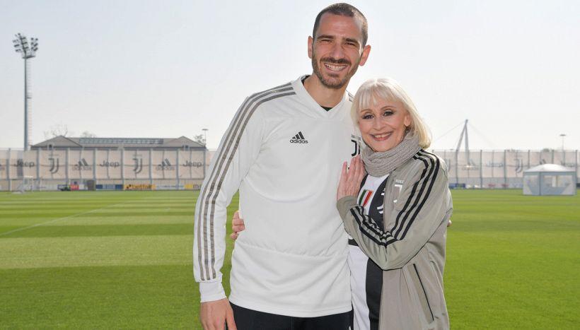 Addio Raffaella Carrà: il tributo di Bonucci, l'omaggio del calcio