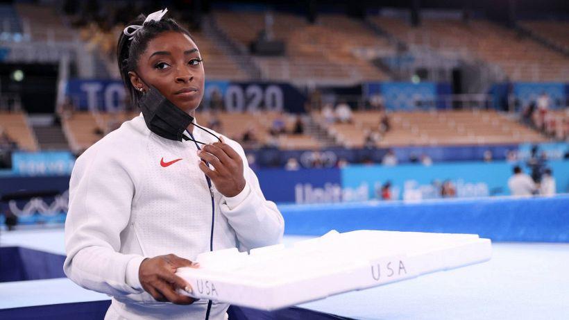 Tokyo 2020, il dramma di Simone Biles sconvolge le Olimpiadi