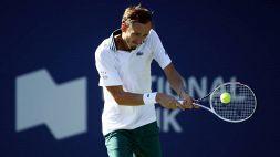 """Medvedev dispiaciuto per il nuovo stop di Federer: """"È un peccato"""""""