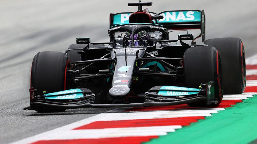 F1, pazzo Gp d'Ungheria: Ferrari beffata, Hamilton torna leader del Mondiale