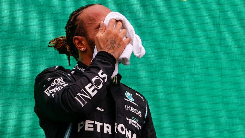 F1, Hamilton spossato sul podio in Ungheria: ora racconta la verità