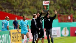 Pasticcio Van Bommel: 6 cambi all'esordio con il Wolfsburg