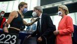Ovazione per Bebe Vio all'Europarlamento: il gesto della von der Leyen