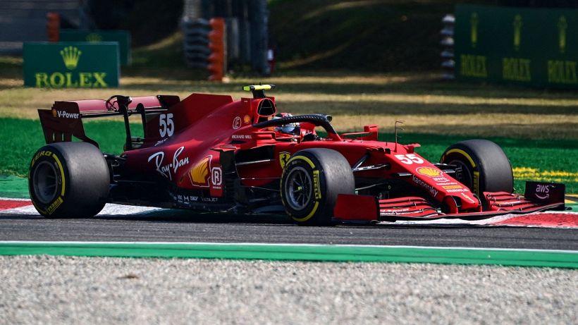 F1, seconde libere Monza: Carlos Sainz va a sbattere, dominano le Mercedes