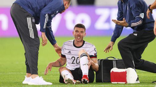"""Gosens infortunato, Flick spiega: """"Gli si è girata la caviglia"""""""