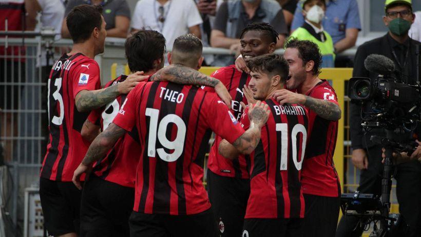 Il Milan passa all'attacco e sui social si scatena la polemica