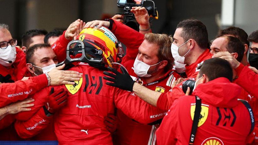 F1, Ferrari spaccata: Leclerc non si dà pace, Sainz al settimo cielo