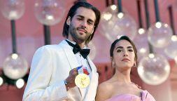 Gianmarco Tamberi con l'oro olimpico sul red carpet di Venezia
