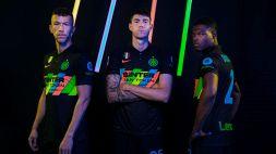 L'Inter presenta la terza maglia: nera e con colori fluorescenti