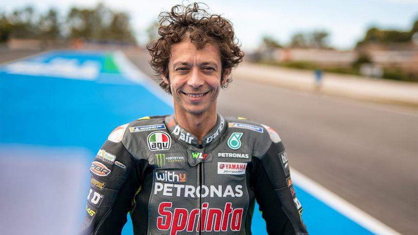 MotoGP, casco speciale per Valentino Rossi: è una dolce dedica