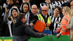 Newcastle-Tottenham sospesa per soccorrere un tifoso