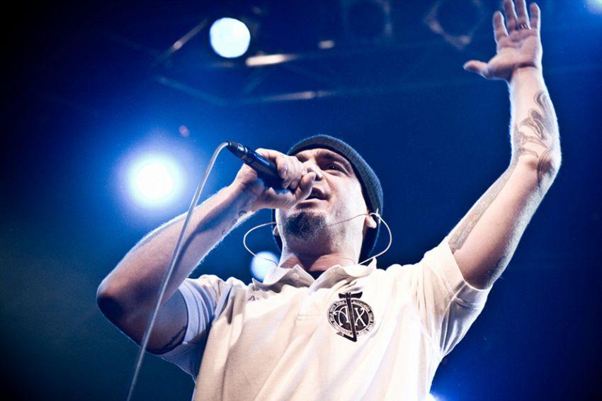 J-Ax: breve biografia di un rapper in età matura