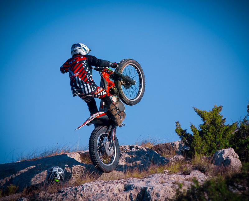 Il mondo affascinante e spericolato delle moto trial