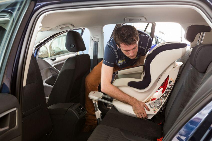 Qual è il corretto posizionamento dei seggiolini auto?