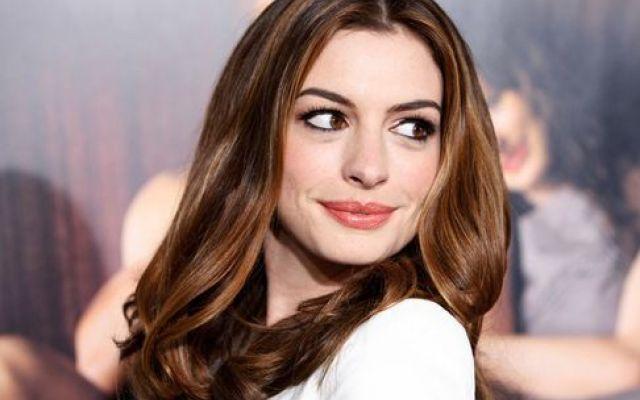 Anne Hathaway, donna d'altri tempi: i segreti di bellezza