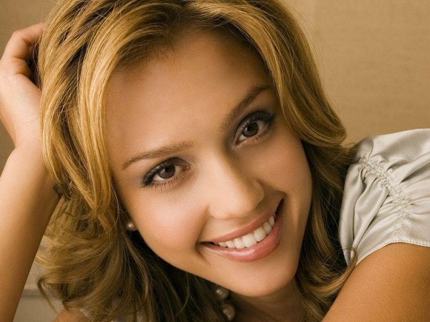Jessica Alba, attrice hollywoodiana: bellezza, fisico e look