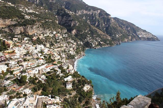 Cartina Geografica Della Costiera Amalfitana.Costiera Amalfitana Cosa Vedere Tra Positano E La Bella Amalfi