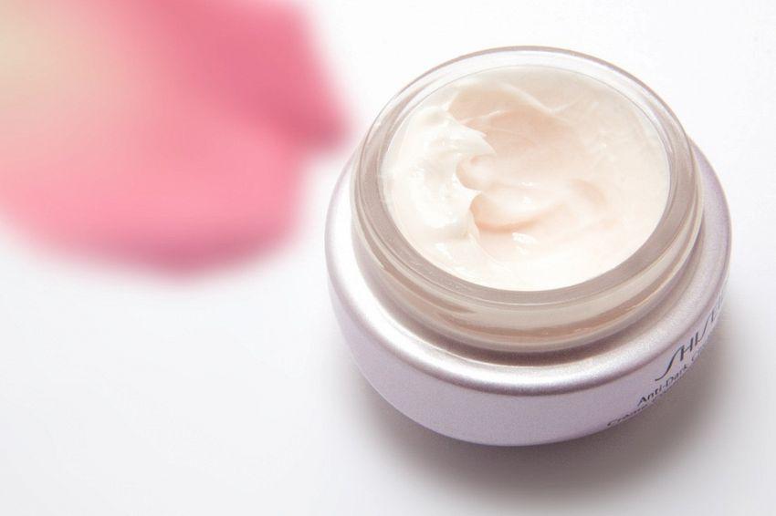 Guida alle migliori creme idratanti viso per pelli giovani