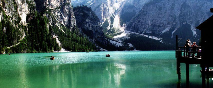 Lago di Braies: alla scoperta di uno degli specchi d'acqua più belli d'Italia