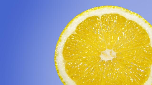 Acqua E Limone La Sera.Rimedi Naturali Per Perdere Peso Bicarbonato E Limone Supereva