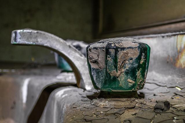 Esplorando il bagno di un single: una storia horror