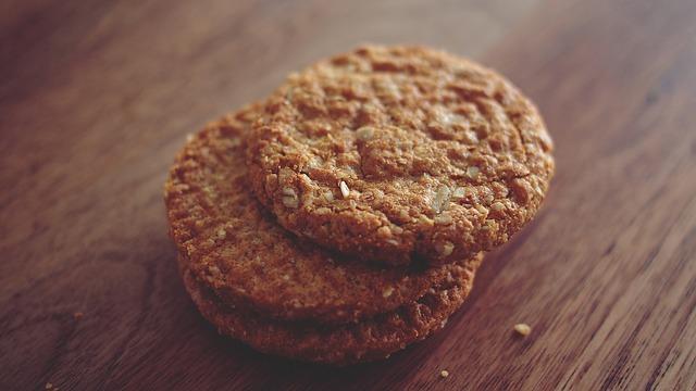 Tre ricette di biscotti light e vegan senza burro, latte e uova