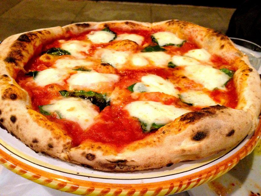 Piccola storia della pizza, ora proposta come patrimonio dell'umanità