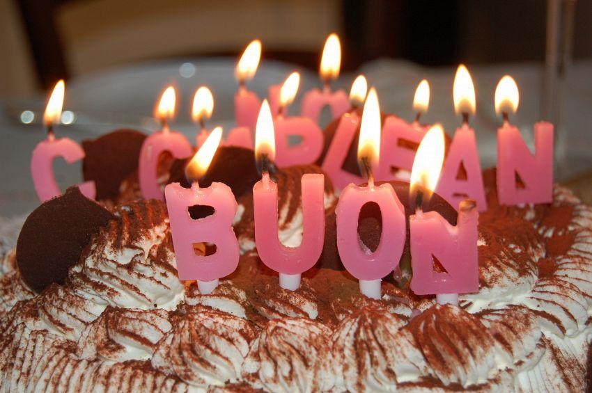 Auguri di compleanno: dove trovare le frasi in Internet