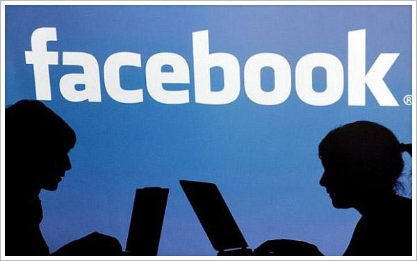 L'importanza della privacy, i post personali su Facebook crollano