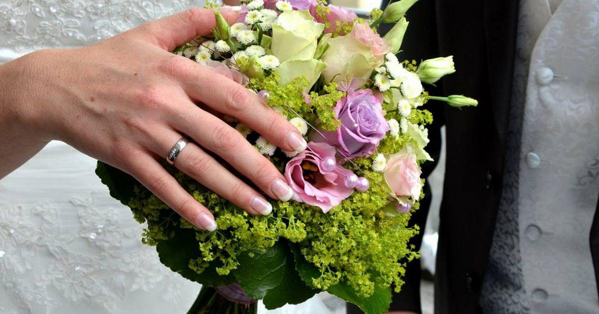 Bouquet Sposa Quando Si Lancia.Perche Dopo Il Matrimonio La Sposa Lancia Il Bouquet Supereva