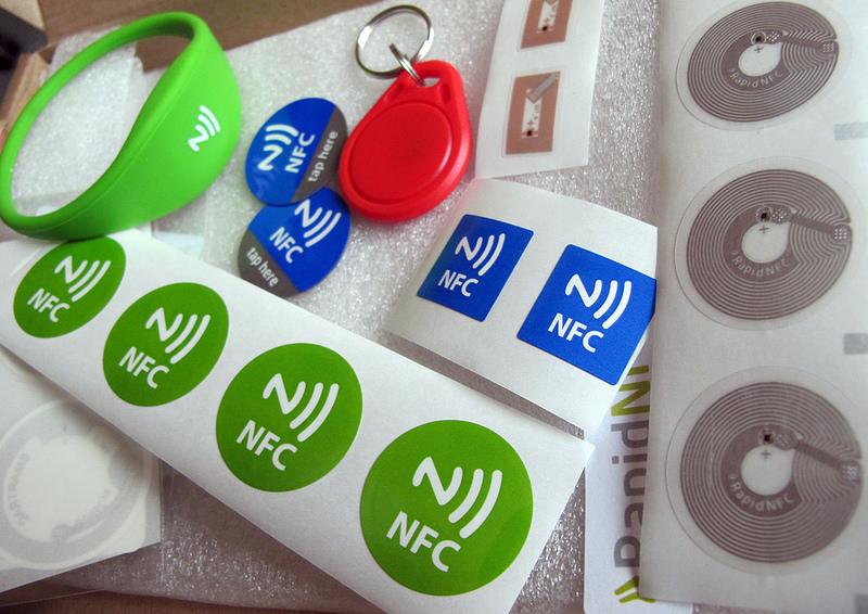 Basta un dito e un anello NFC per aprire la porta di casa