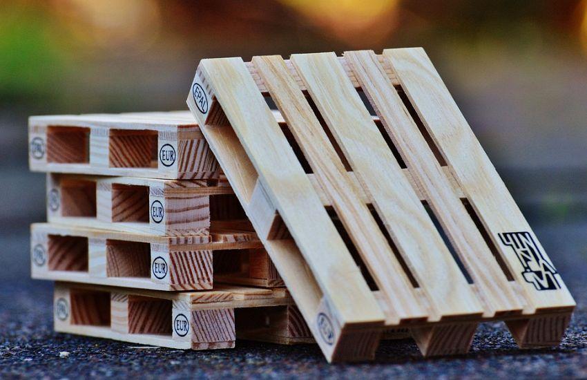 Riciclo pallet: come fare un divano con bancali di legno