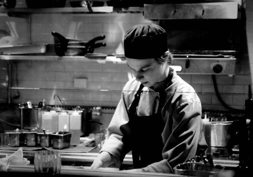 Che differenza c'è tra i termini cuoco e chef