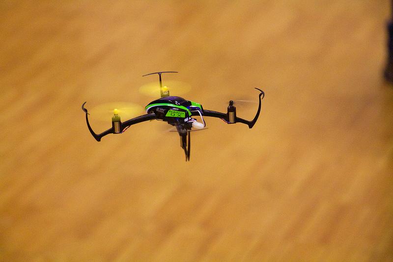 La corsa dei droni dà spettaccolo, potete dimenticarvi la Formula 1