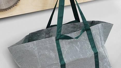 3ddfd7fc23 Addio alle borse blu di Ikea, il nuovo modello è bianco e verde   superEva