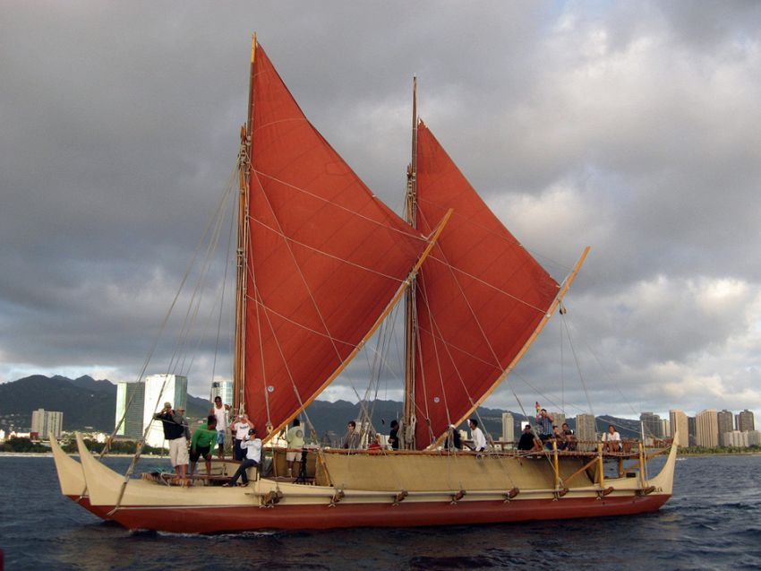 Hokulea, una piccola canoa gira il mondo per difendere l'ambiente