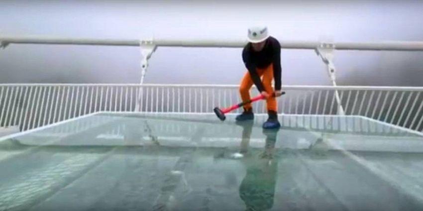 Quanto è resistente il più grande ponte di vetro cinese?