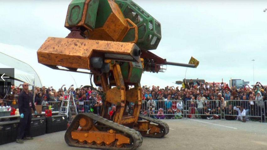 Questi giganteschi robot combatteranno per il vostro divertimento